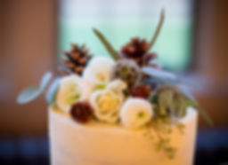 winter wedding cake, flowers, pinecones