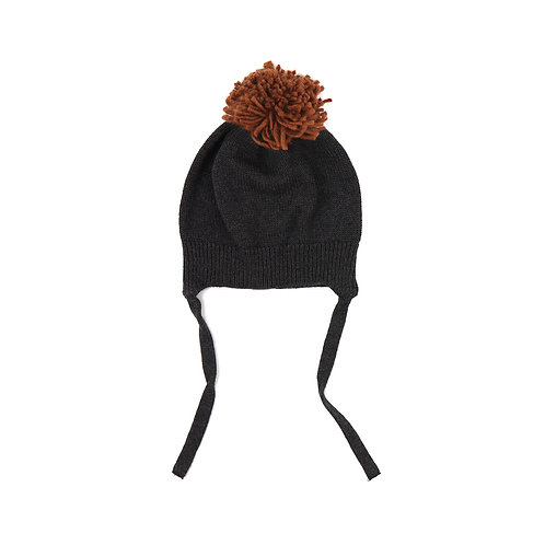 Pompon hat in charcoal