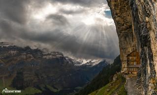 Stürmischer Tag in den Schweizer Alpen