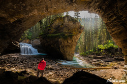 Höhle im Johnston Canyon