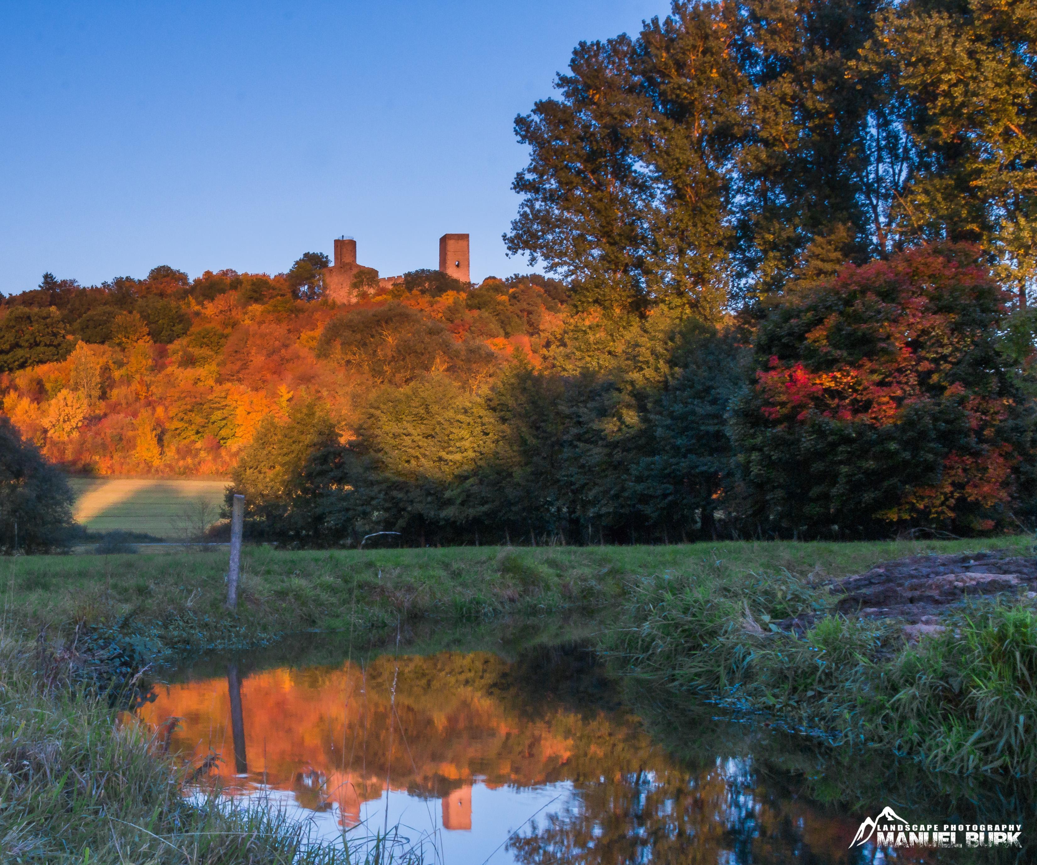 Kugelsburg im Herbst