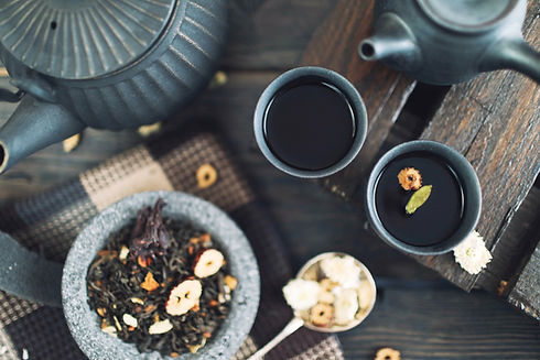 Black teapots and cups with loose leaf chinese tea