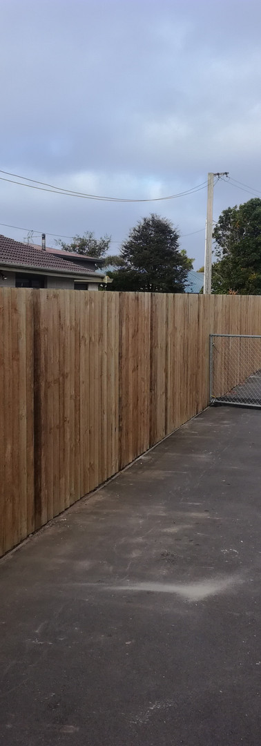 Replacing 1.8m Boundary Fence