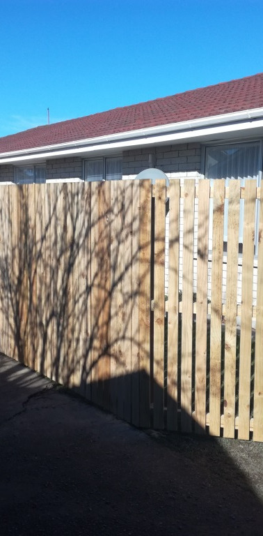 New 1.8m High Flat Top Picket Fence