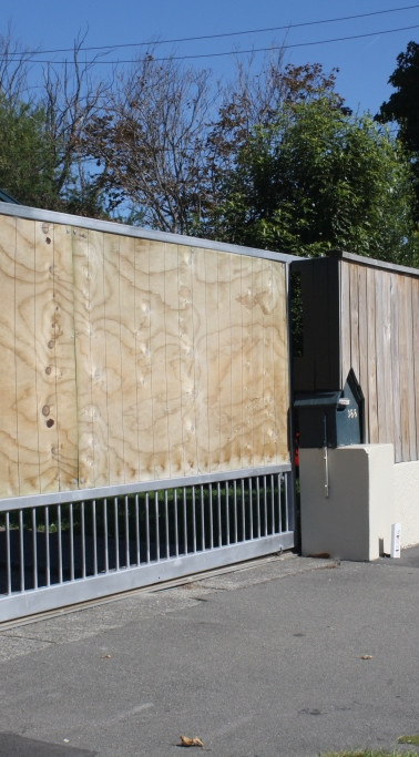Construction of New Privacy Roller Gate and Butted Paling Fence