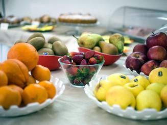 frutta su buffet colazione