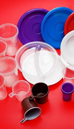monouso in plastica: piatti, bicchieri e bicchierini