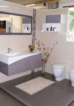 bagno color lilla, moderno