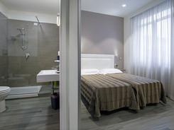 luminosa ed insonorizzata camera doppia, hotel vicino stazione salerno