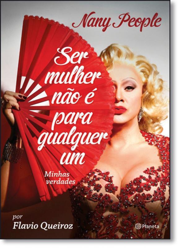 """Foto da capa do livro """"Ser mulher não é pra qualquer um"""", com a Nany vestindo vermelho e segurando um leque."""
