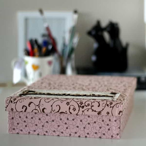 Caixa para Documentos com Estampa Rosa