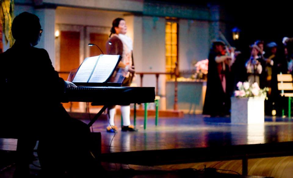 ARTURO_SHERMAN,_PIANO._VÍCTOR_HERNÁNDEZ__FONDO