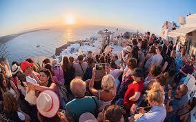 Santorini, one night stand island ?