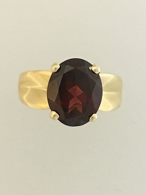 14k Yellow Gold and Garnet Ring Size - 4 3/4