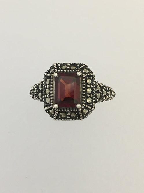 925 Garnet & Marcasite Ring Size - 8 1/4