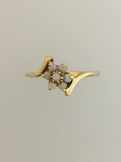 10k Yellow Gold Opal Ring Size - 6