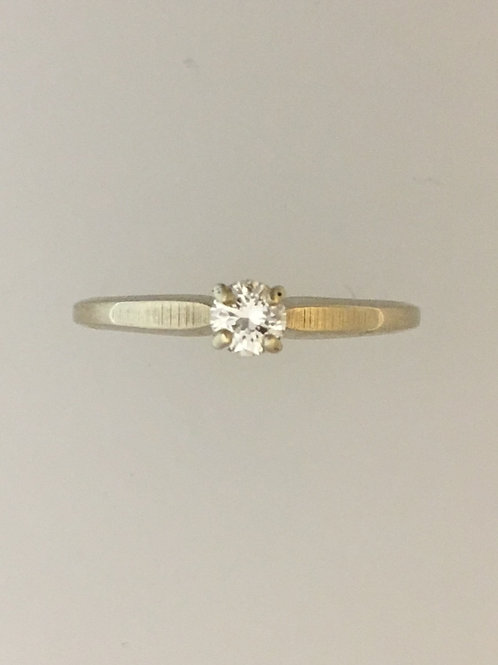 14k White Gold .22 Diamond Ring Size - 8