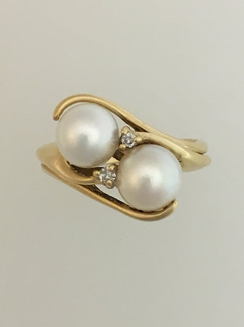 14k Yellow Gold 2- Six and a Pearl and .02 Diamond Ring Size - 6