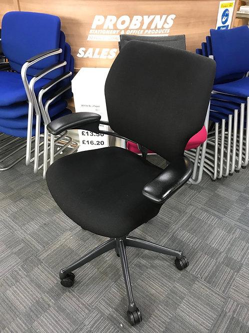 Humanscale Freedom black operator armchair