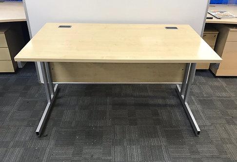 1400x800x730mm straight desk in Maple