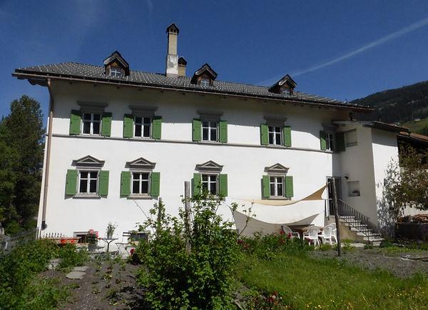Gartensitzplatz mit Sonnensegel, Haus Buol Bergün