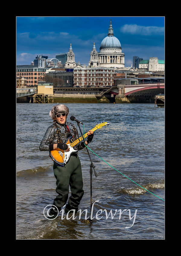 BUSKER IN THE THAMES A3 PRINT 3200099890