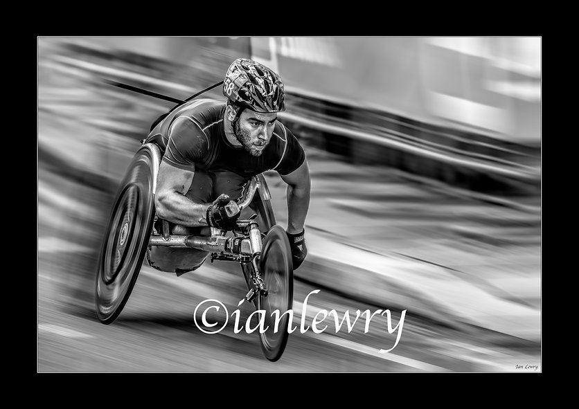 LONDON MARATHON WHEELCHAIR A3 PRINT BW11