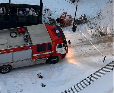 пожарная перед шлагбаумом.jpg