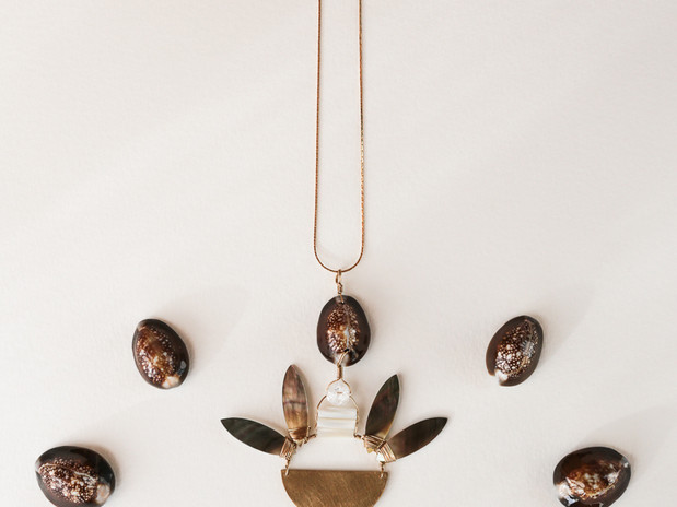 Sautoir amulette Quartz cauris