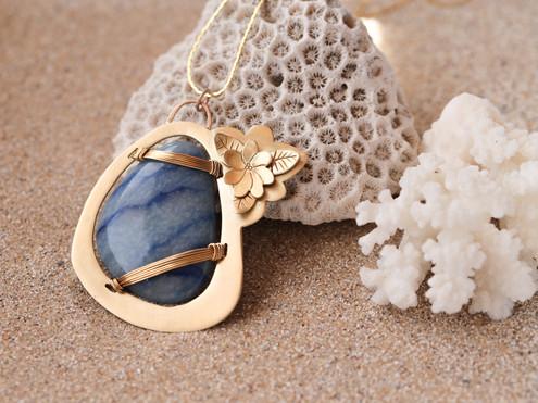 Pendentif en quartz bleu.jpg