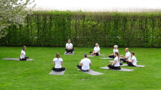 Yoga im Garten.png