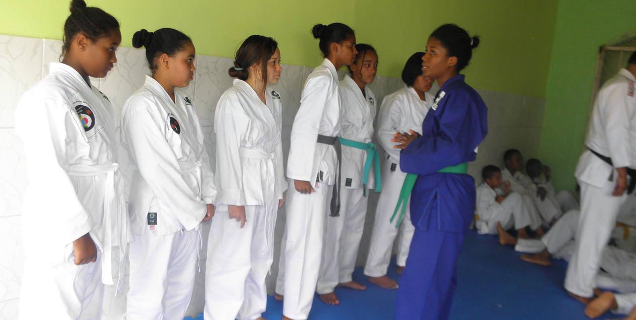 alunas de judo.jpg
