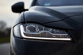 Automotiv_Jaguar_F-Pace_CX17_00111_web.j