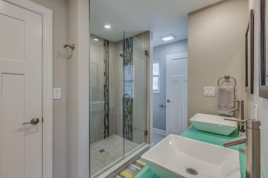 Master Bathroom Unit 4