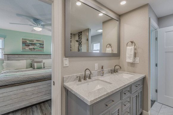 Master Bedroom Bathroom Unit 1