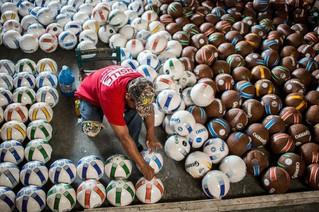 Chichihualco: el pueblo guerrerense que sobrevive de los balones de futbol
