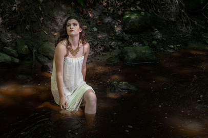 Marilyne au ruisseau