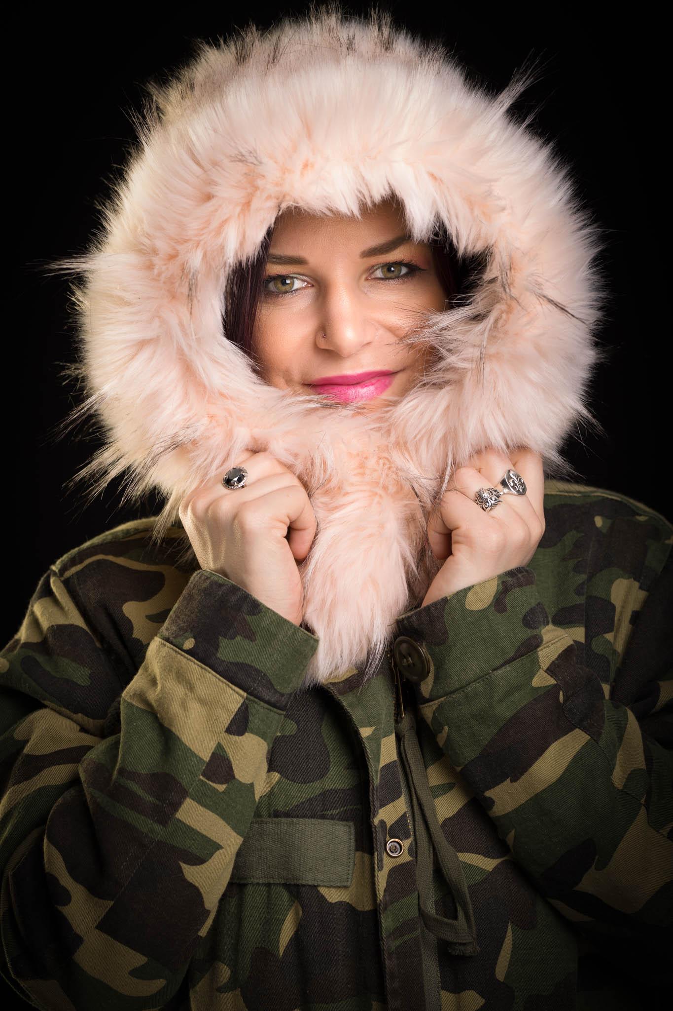 Cindy dans son manteau d'hiver-2