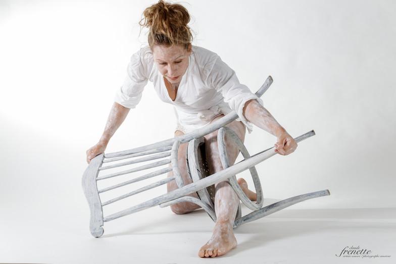 le corps et la chaise-2.jpg