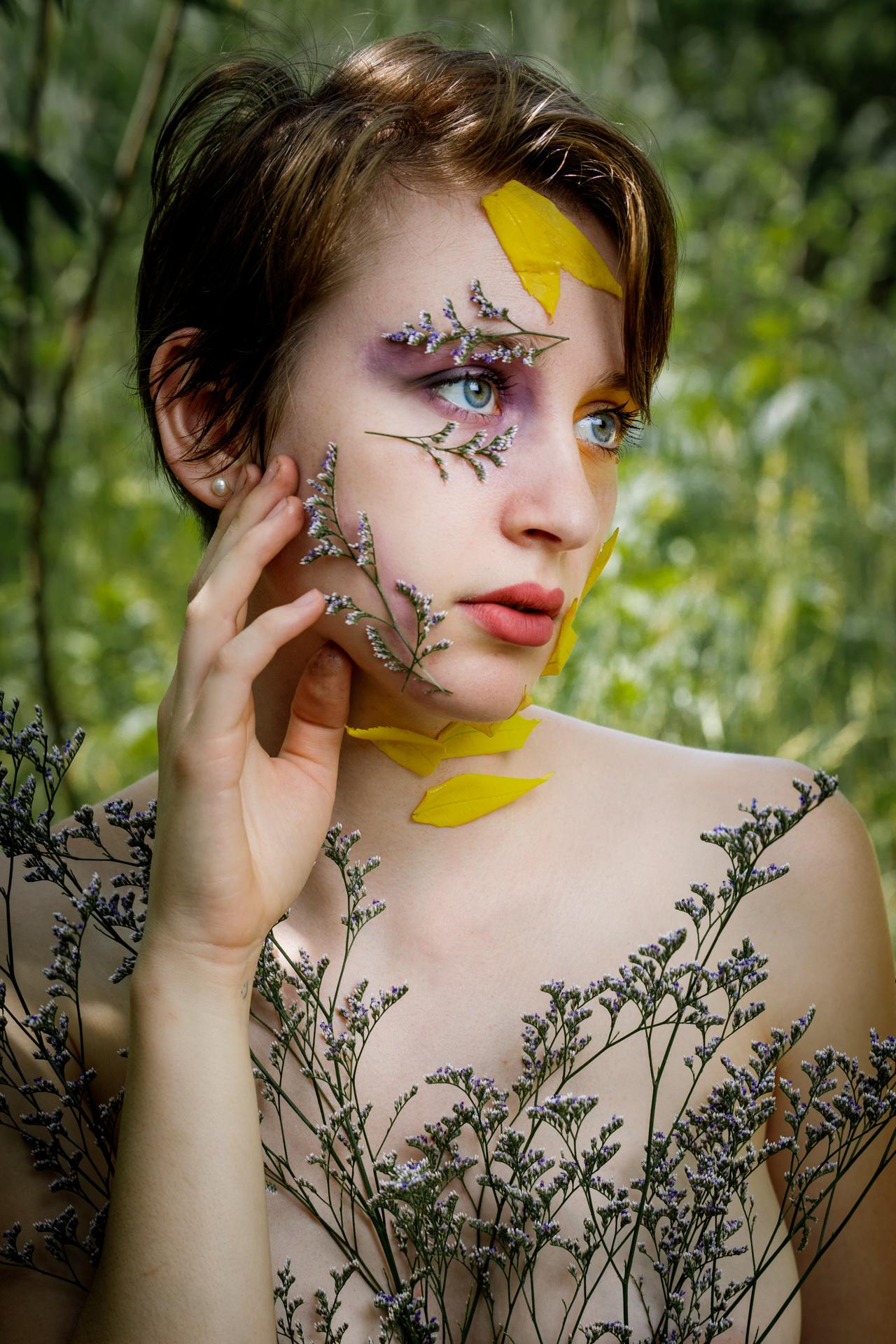 CFrenette-Gabrielle et les fleurs-7-7