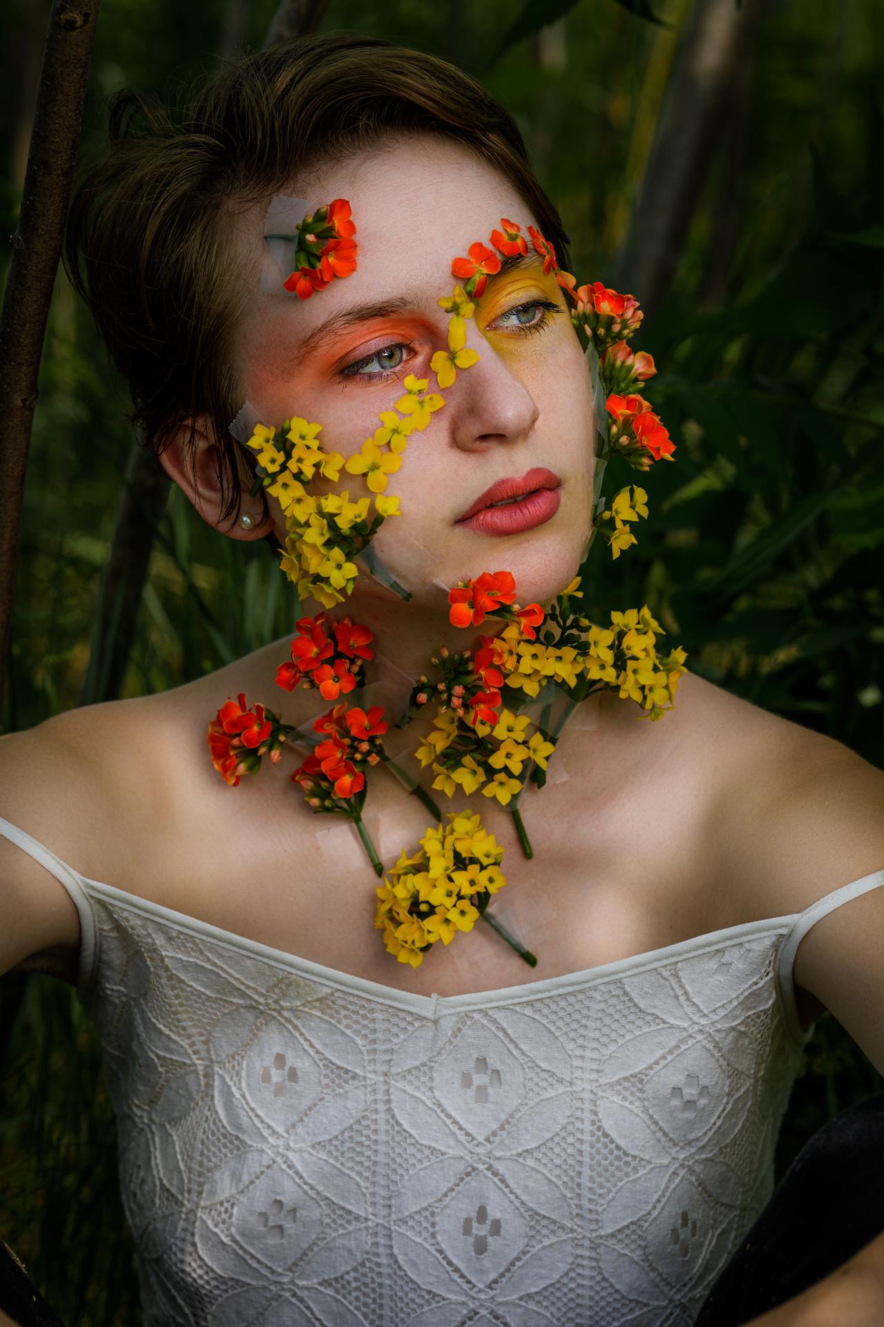 CFrenette-Gabrielle et les fleurs-7-12