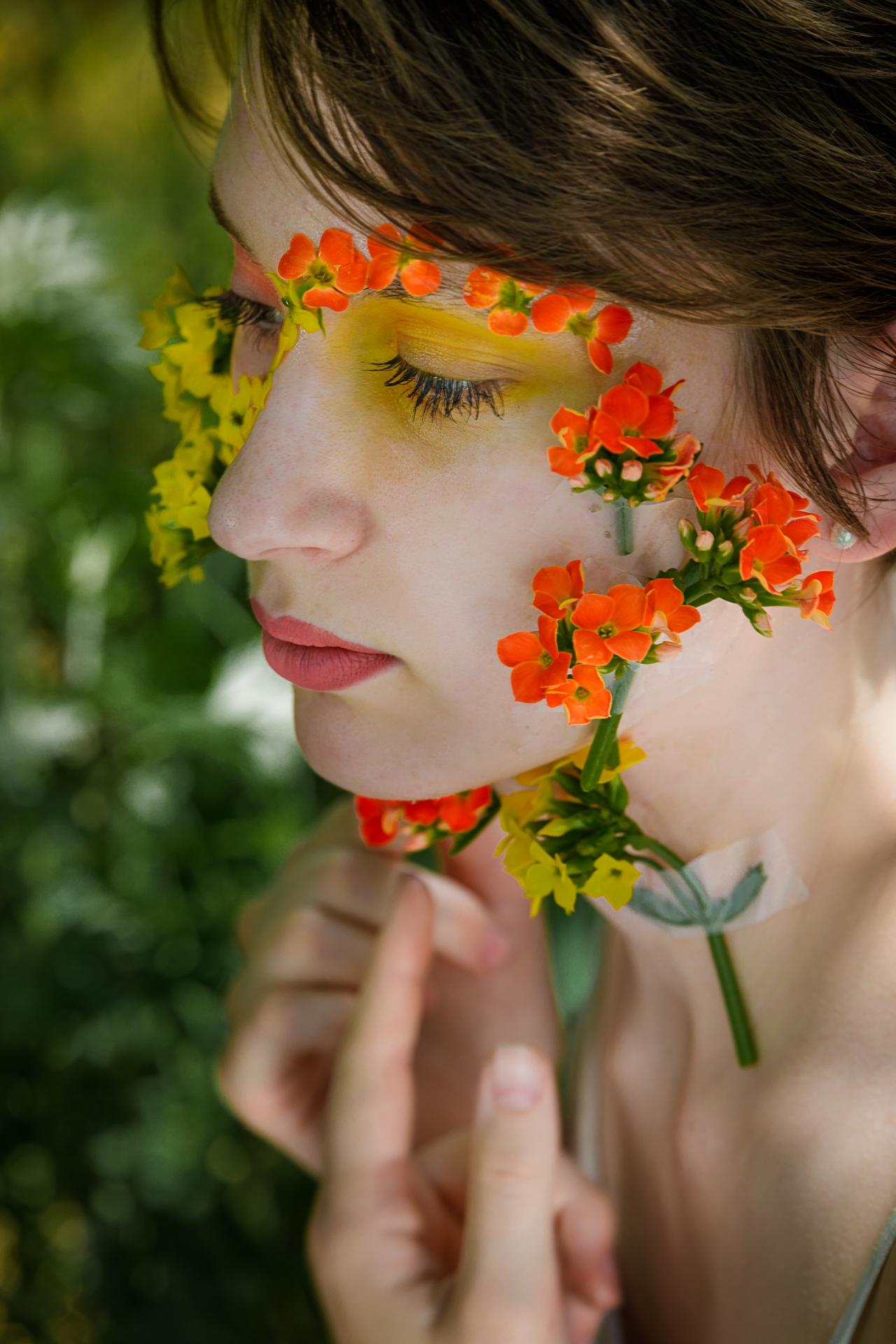 CFrenette-Gabrielle et les fleurs-7-10