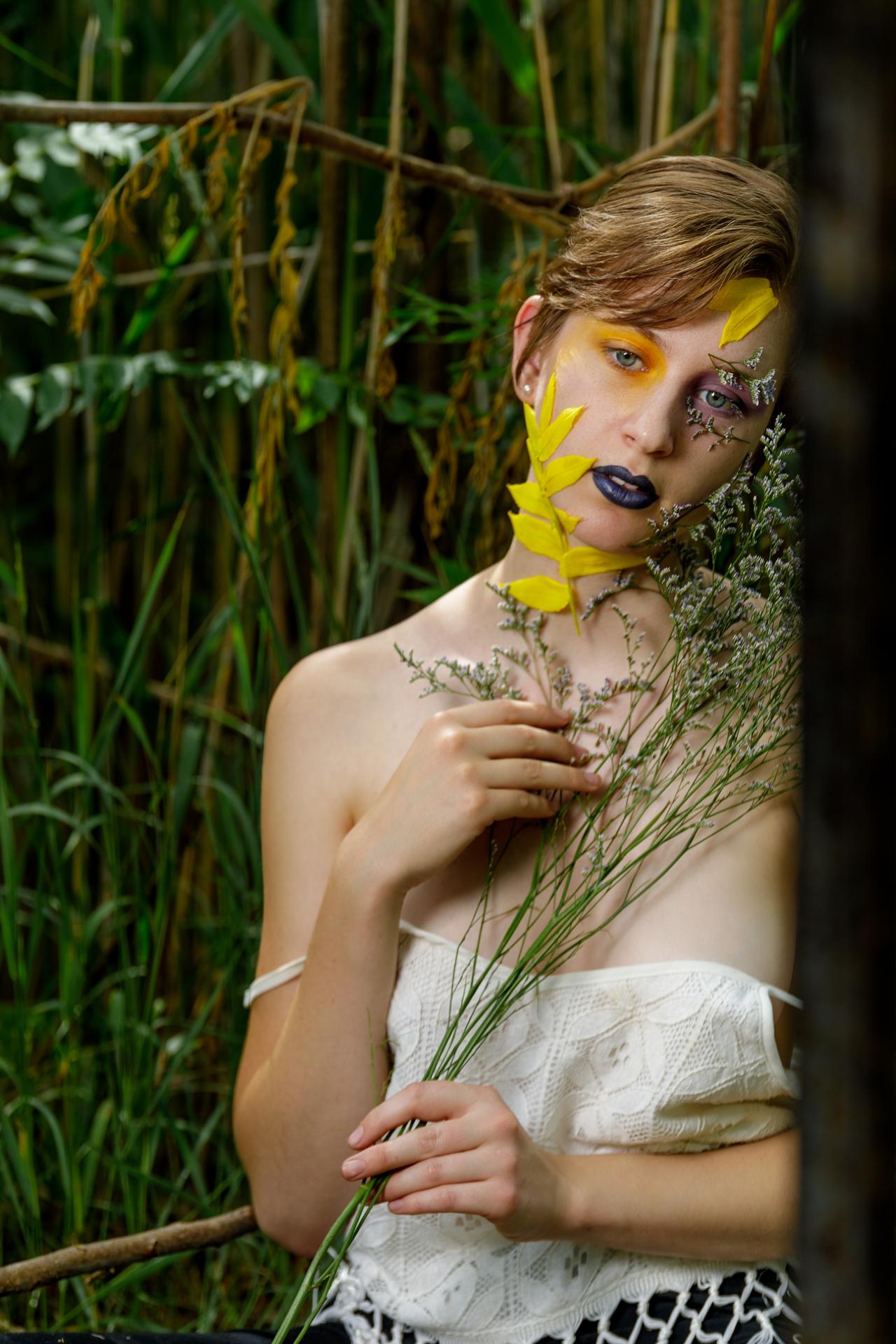CFrenette-Gabrielle et les fleurs-7