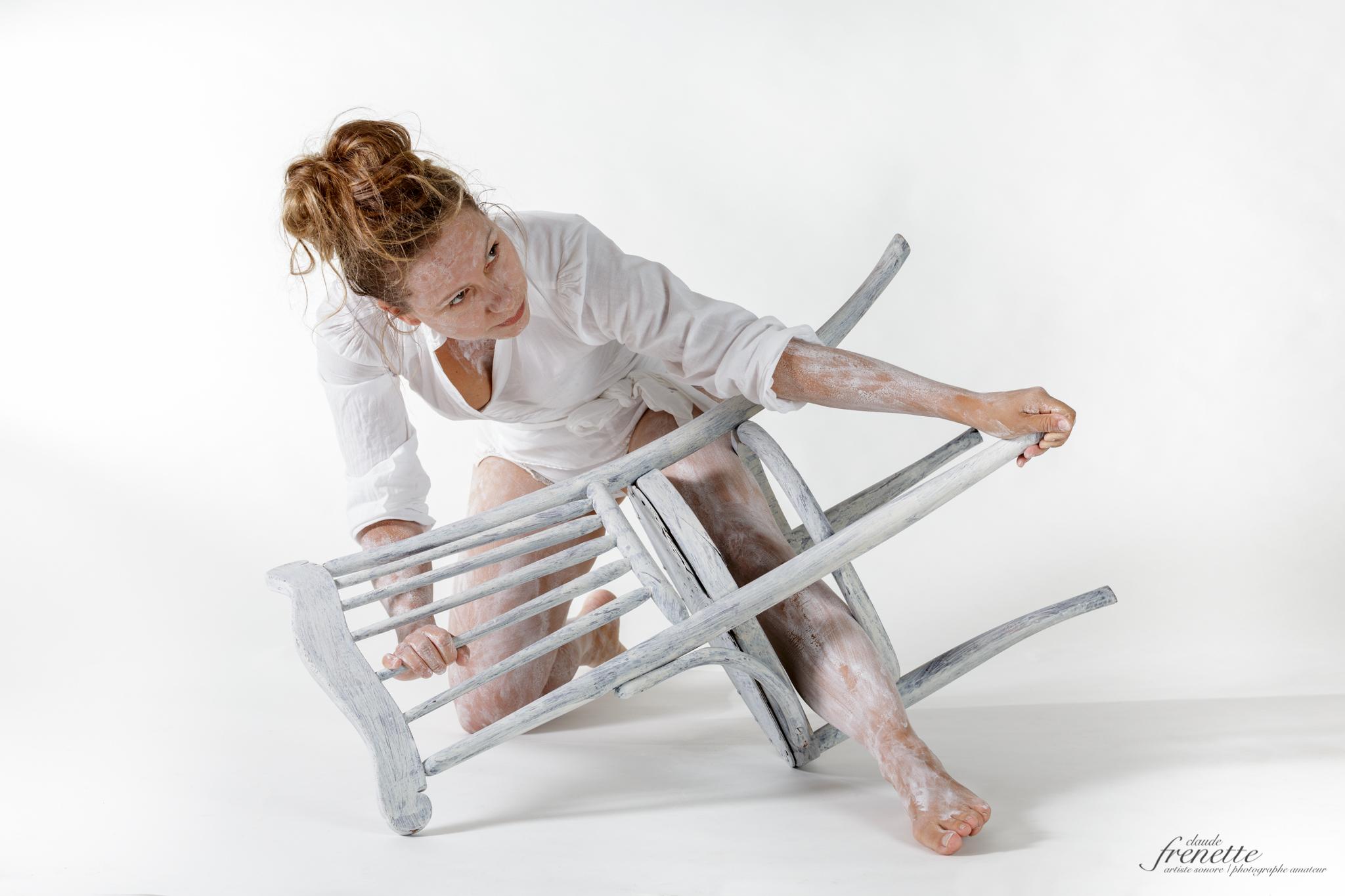 le corps et la chaise - combat