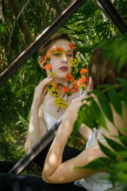 CFrenette-Gabrielle et les fleurs-7-13