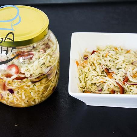 Krautsalat mit Paprika und Möhren