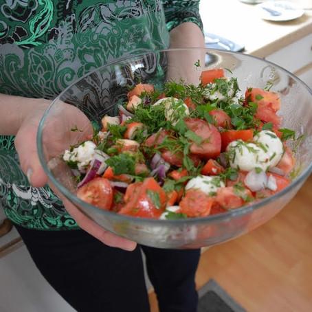Surimi / Krabben Salat mit Tomaten und Mozzarella