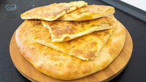 Xacapuri / Chatschapuri - Fladenbrot mit Käse überbacken | Spezialität aus der Georgischen Küche