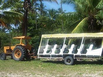 trator-com-jardineira-na-ilha-de-boipeba.jpg