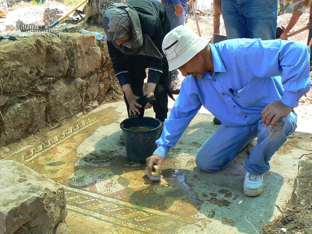 Volunteers at Khirbet et-Tireh